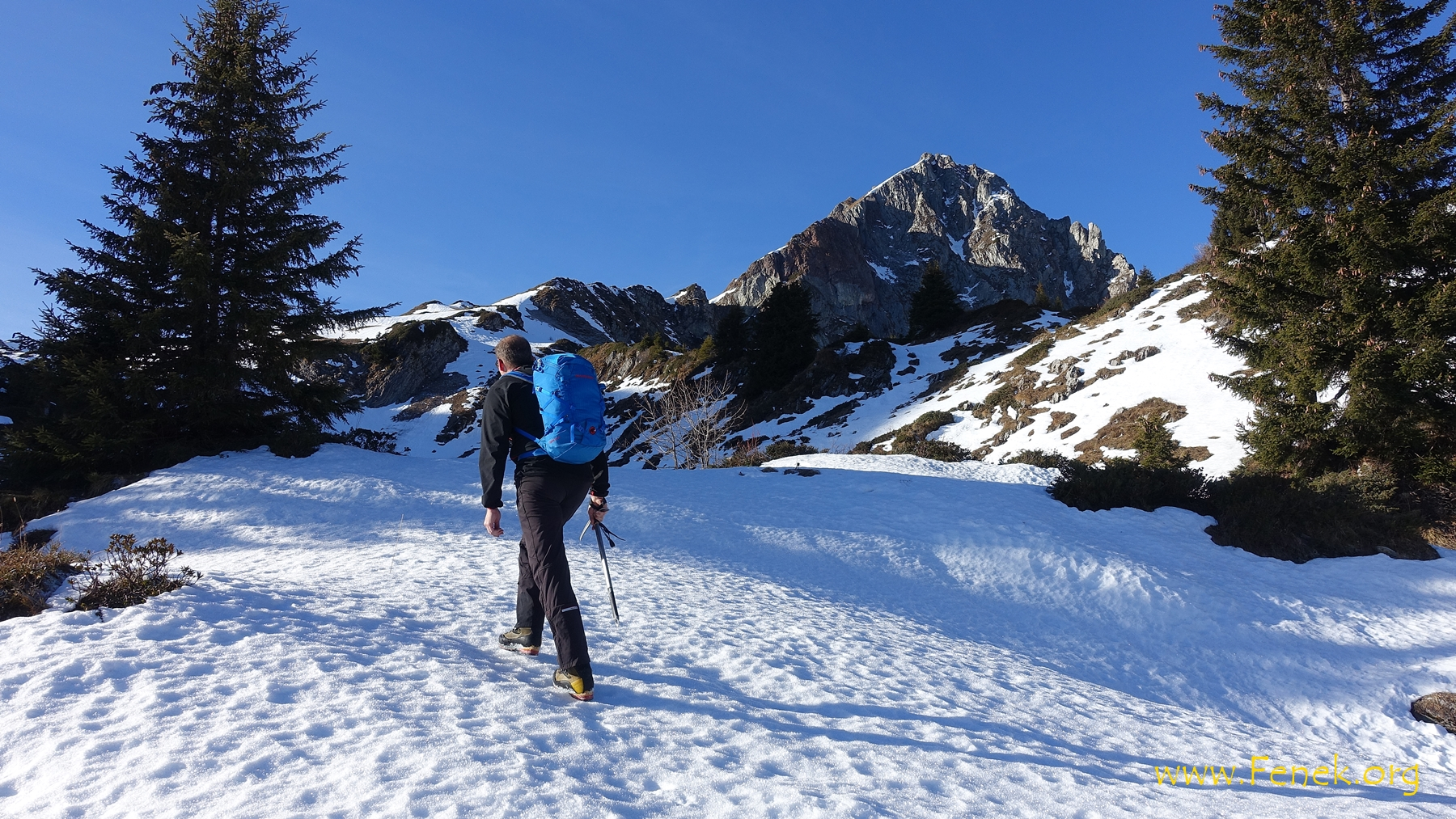 welch eine Freude auf dem festen Schnee aufzusteigen...!