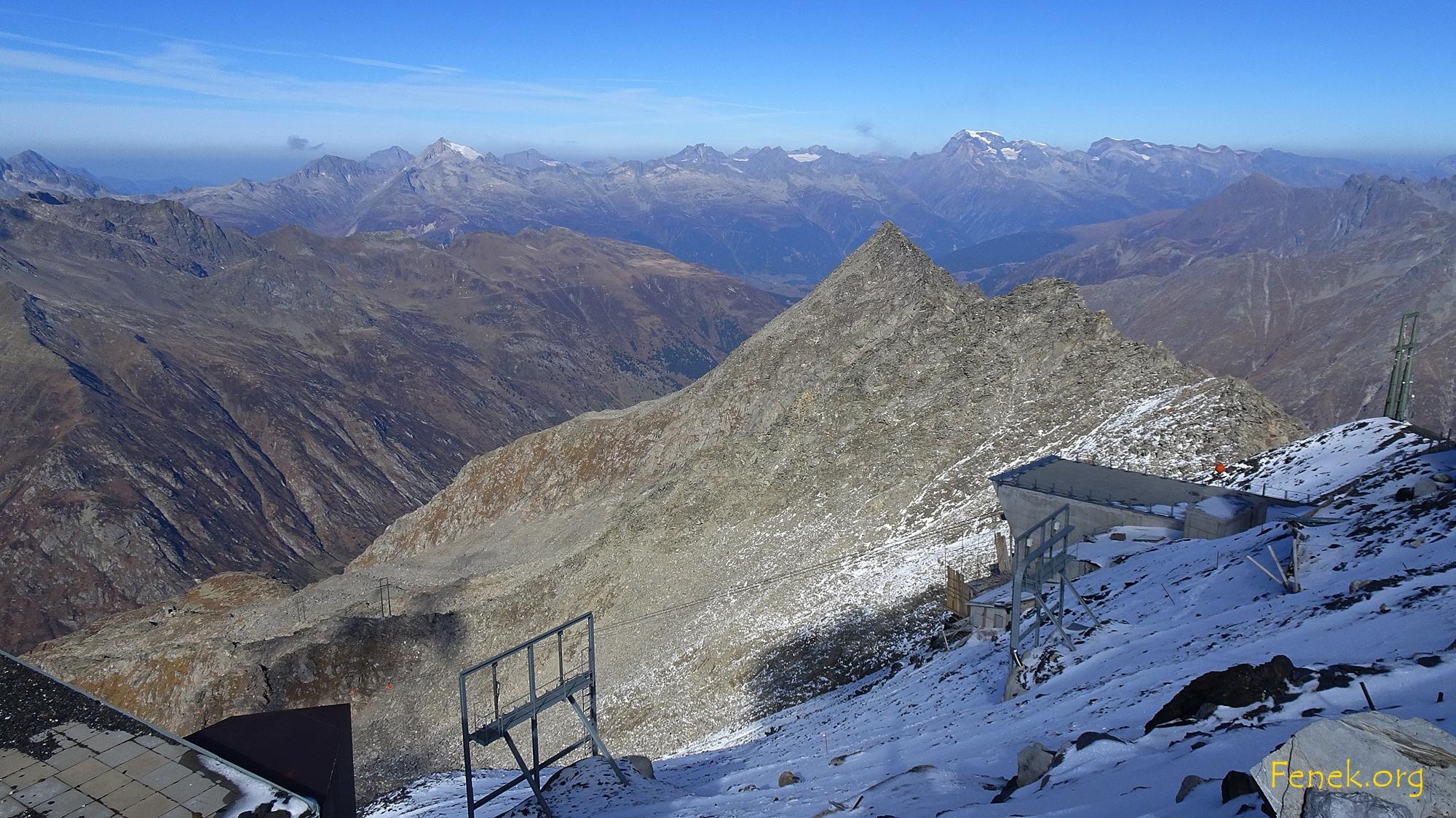 Aussicht zum Piz Miez - unten heikles Hartschnee Gelände