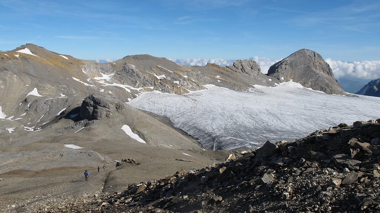 kurzer Abstieg - ganz links Weisshorn