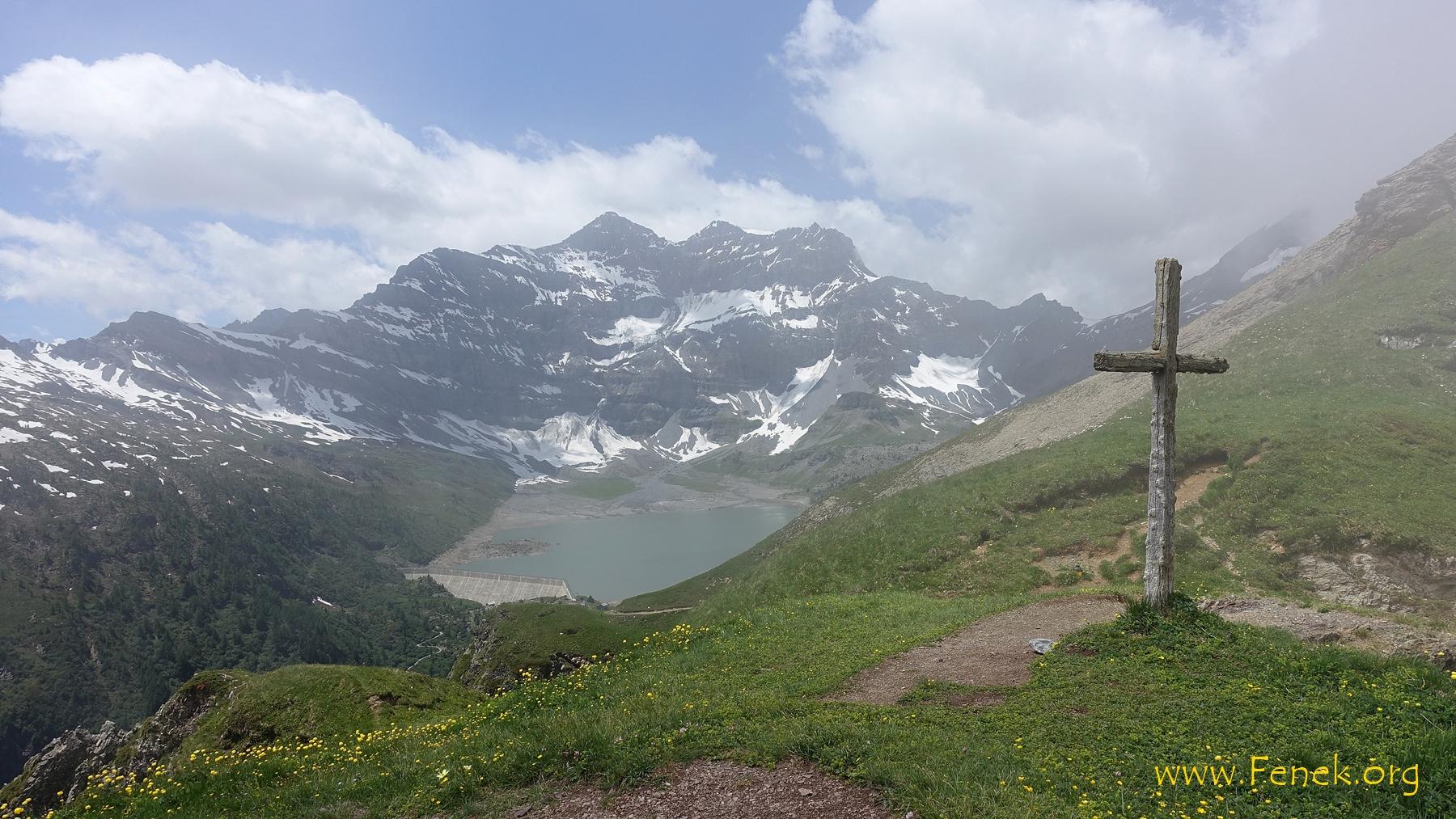 auf dem Col verzieht sich der Nebel - Lac de Salanfe
