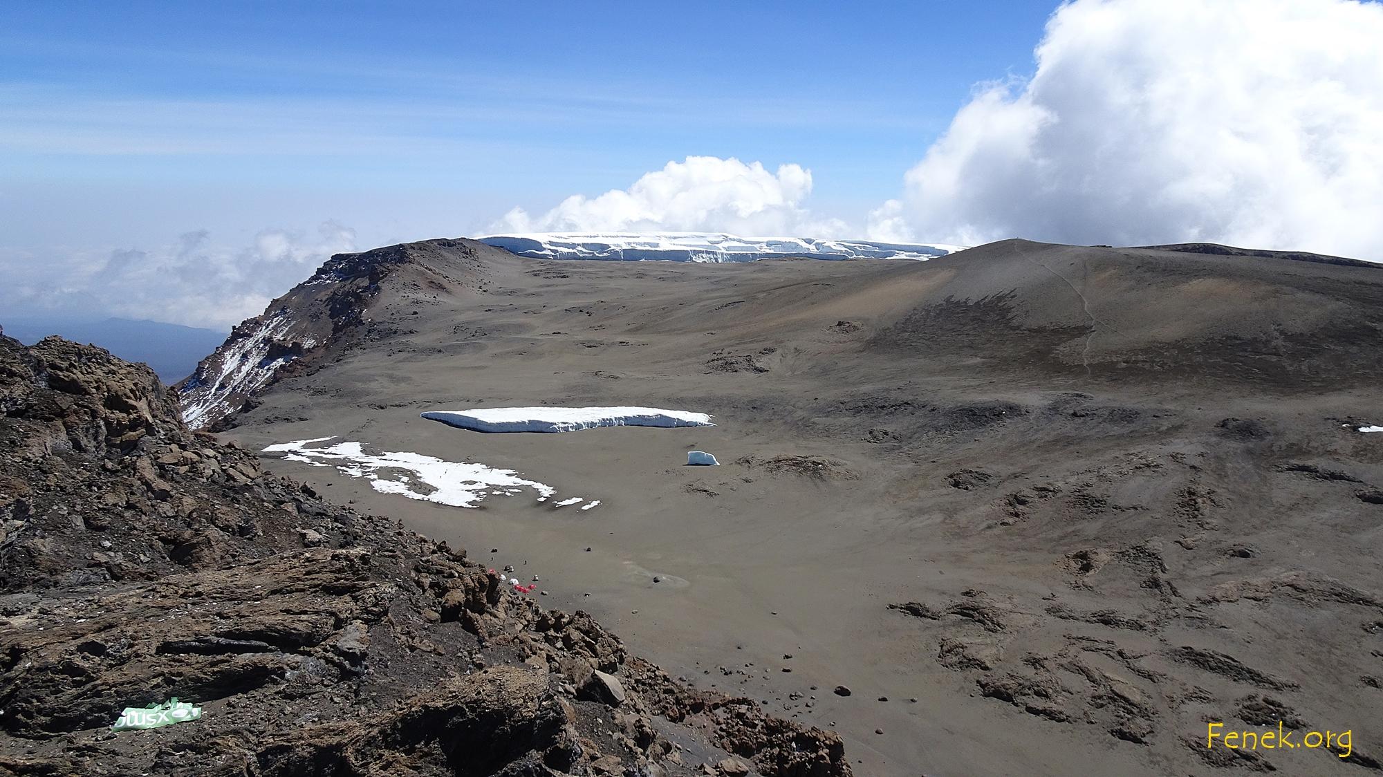 unten das Kratercamp auf 5'700m