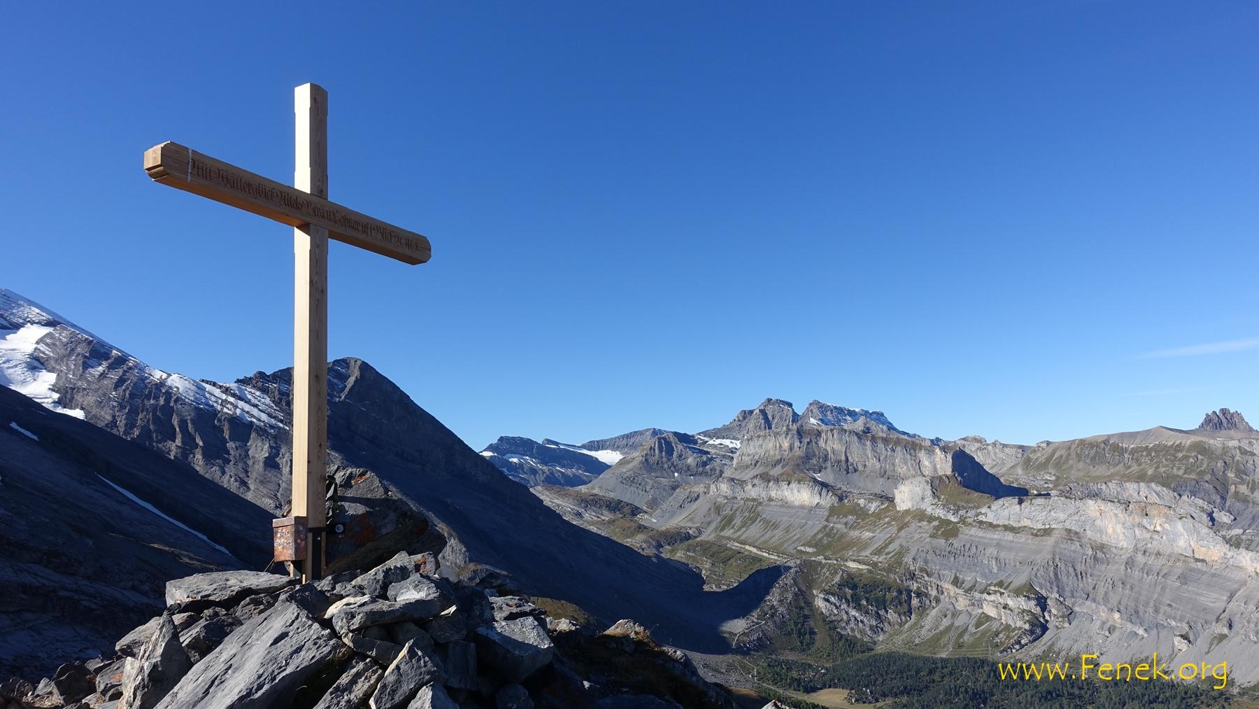 schönes Gipfelkreuz vor dem klein Rinderhorn