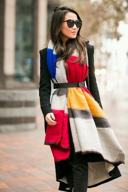 Agrega color a tus prendas básicas con una ruana