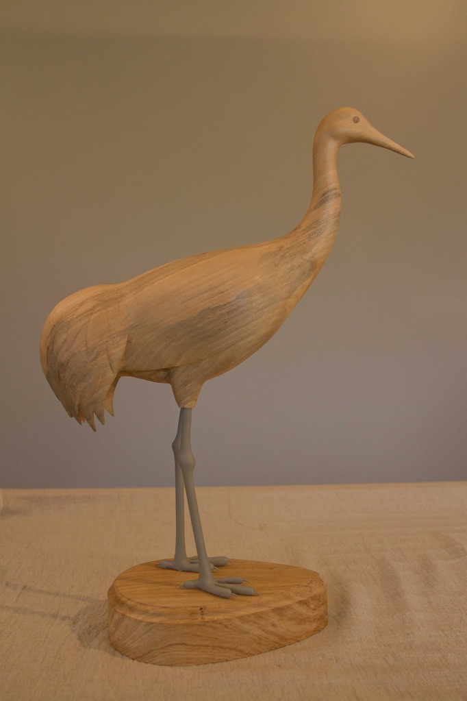 sculpture d'oiseau en bois: Grue cendrée (ech 1/3) tilleul échauffé