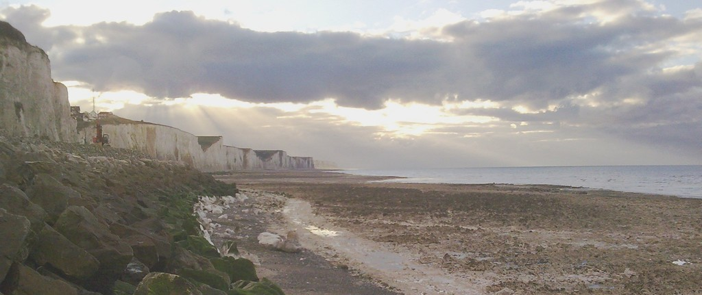 Baie de Somme hivernale: 16h00 Le soleil sera bientôt couché face aux falaises d'Ault