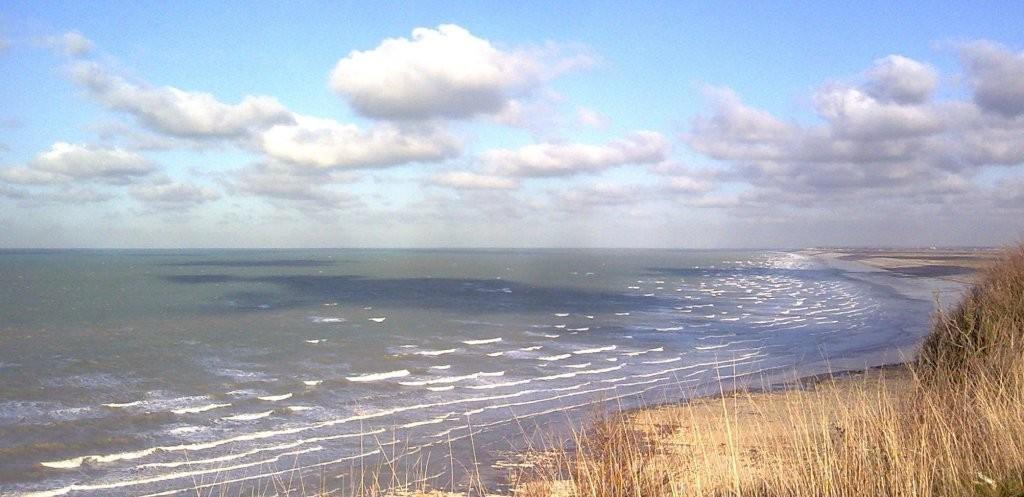 Mardi 09 decembre 2008 L'averse se termine, le ciel se dégage, rayon de soleil sur le hable d'Ault et la mer depuis les falaises d'Ault en baie de Somme.