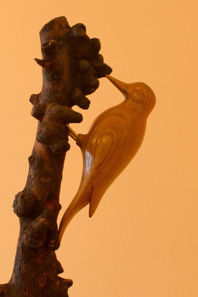 sculpture d'oiseau en bois: Pic epeiche en chêne (détail)