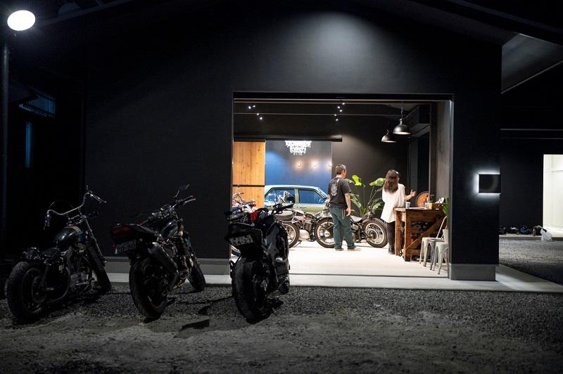 バイクガレージ外観