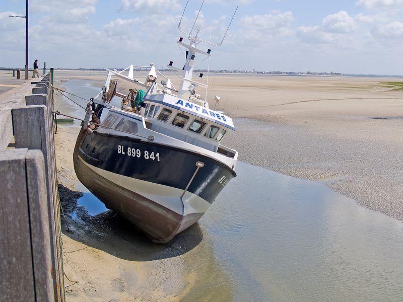 Bateau de pêche dans le port du Hourdel