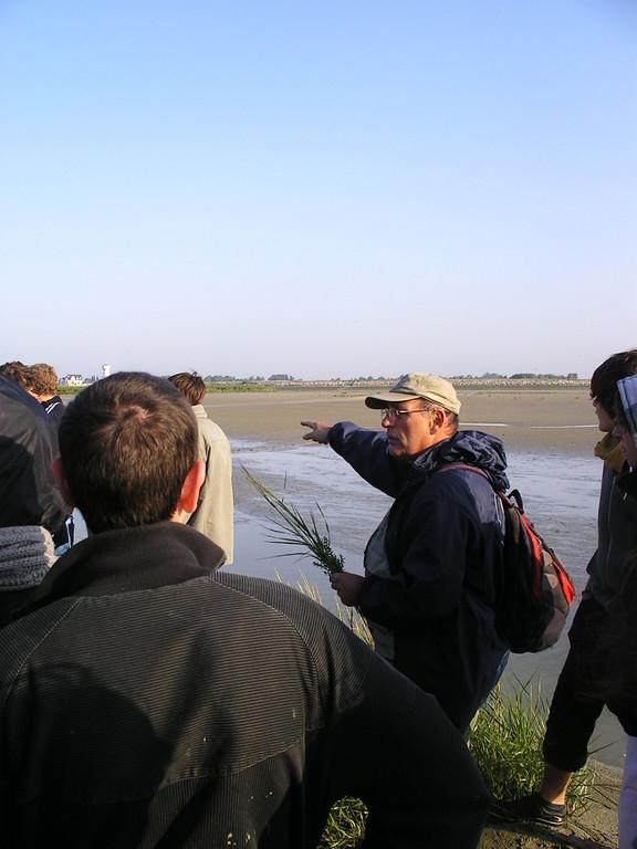 Le guide nature et son groupe