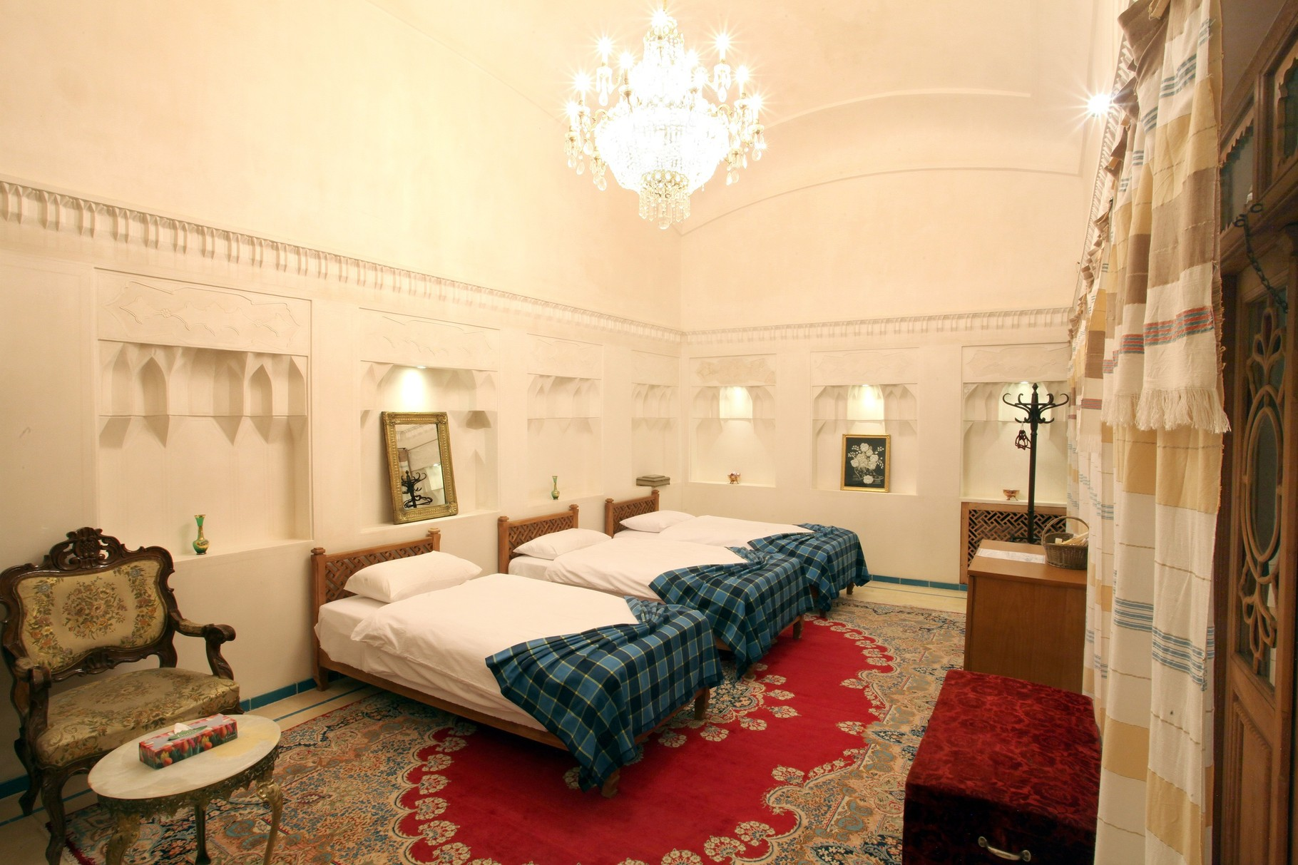 Hotel Mahinestan Raheb