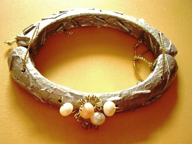 fruitfulness of works,bracelet,pearls,gold-auric,wood
