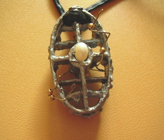 concentration of mind,pendant,gold- auric,wood,pearls