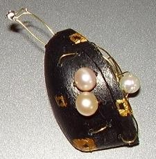 sexual aspirations,pendant,pearls,gold-auric,plastic