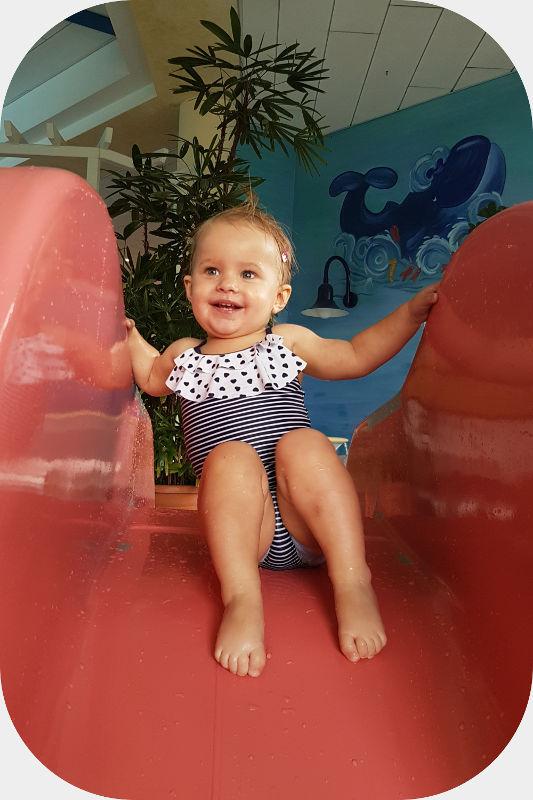 Spiel und Spaß beim Babyschwimmen