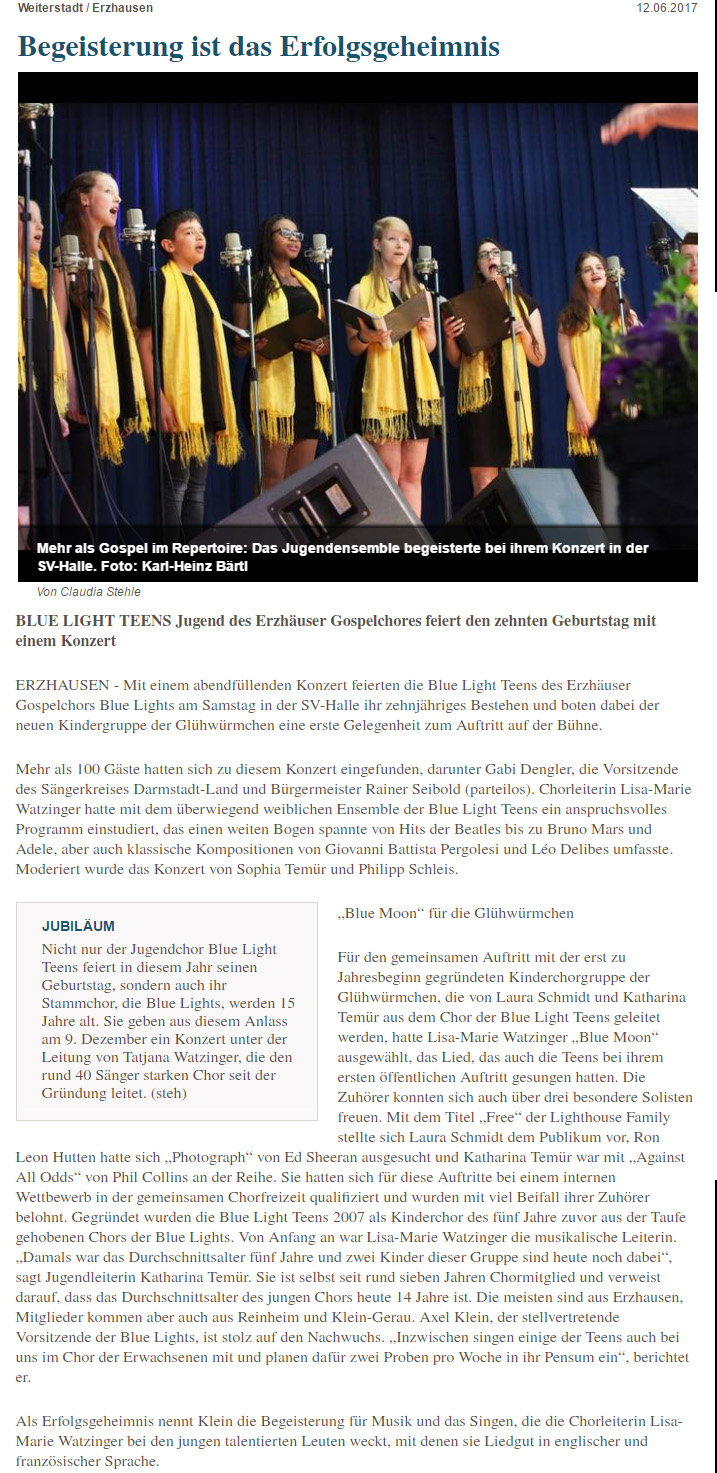 Artikel zum Jubiläumskonzert der Blue Lights Teens mit Bild der Sängerinnen