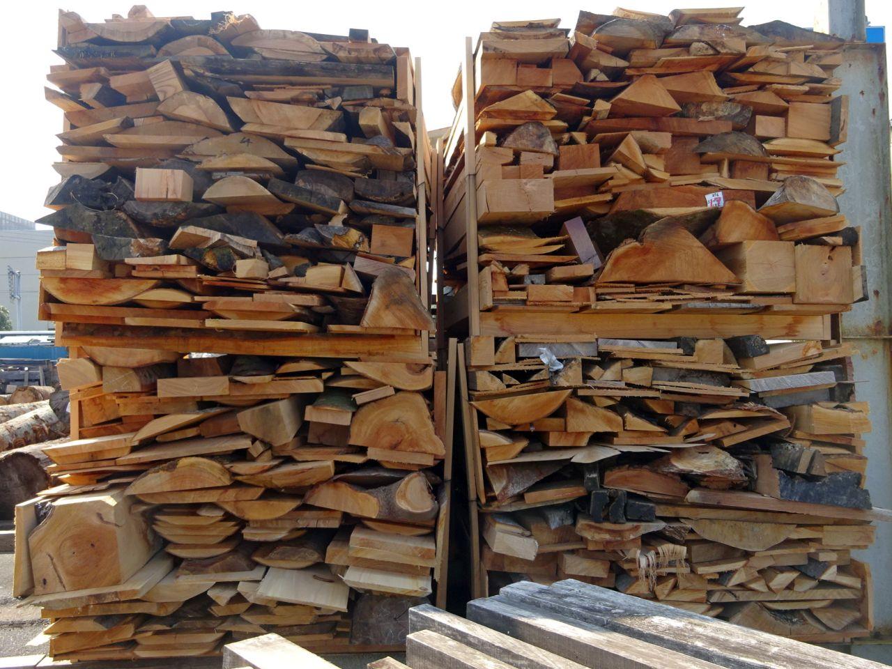 欅端材4山の画像です。お取引きは1山です。