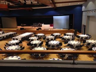 Mise en place repas d'assemblée générale en centre de congrès d'entreprises