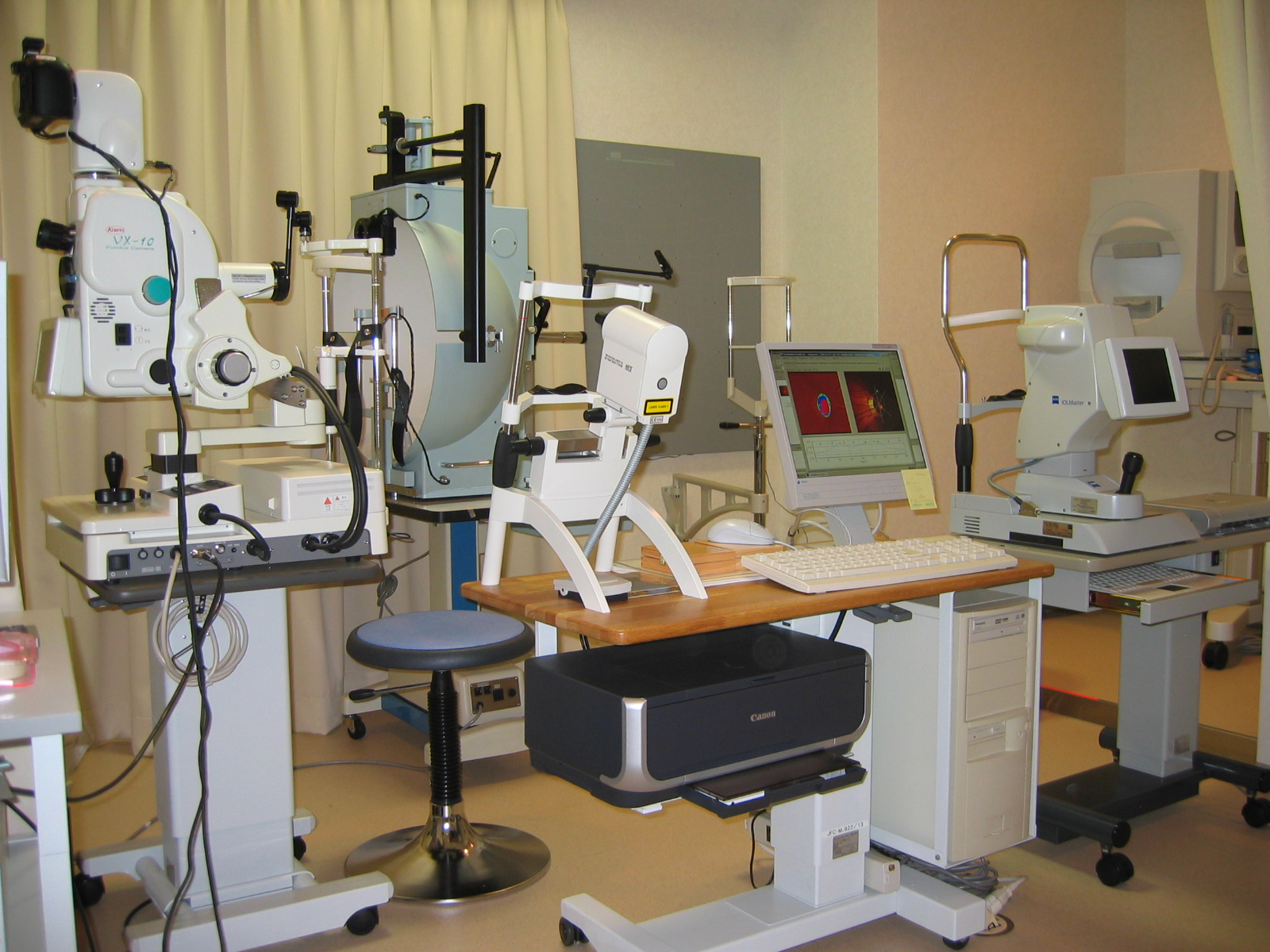 ゴールドマン視野検査計など各種検査機器