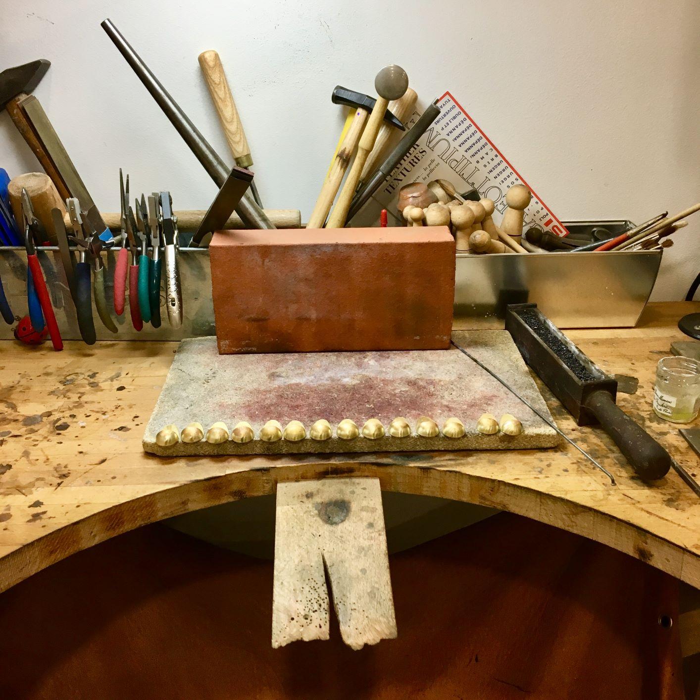 L'établi traditionnel du bijoutier