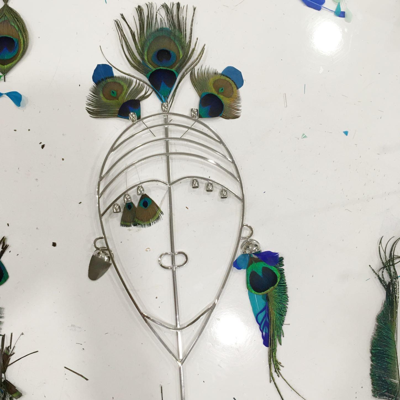 Positionnement des plumes pour la sculpture Zanzibar
