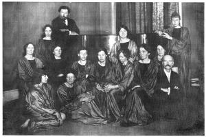 Emile Jaques-Dalcroze und Studentinnen (Beryl de Zoete vorne links?)