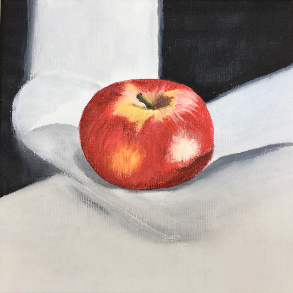 Apfel auf weissem Tuch