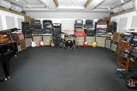 Nice rehearsal room...Where are the cables ?!?!...
