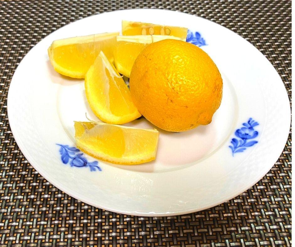 カットしても綺麗なレモンに育っていました。