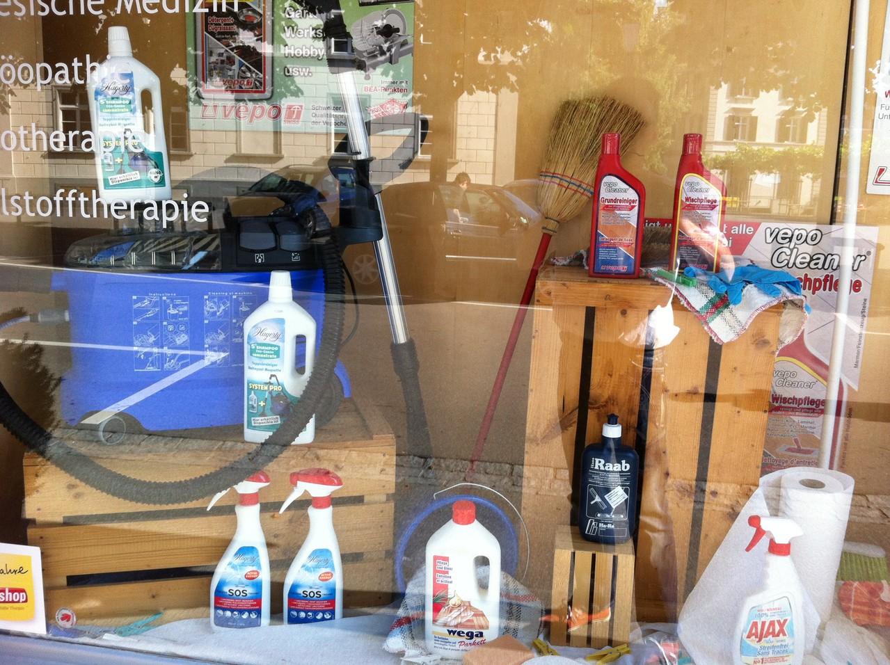 haushalten putzen reinigen leicht gemacht drogerievoegele. Black Bedroom Furniture Sets. Home Design Ideas
