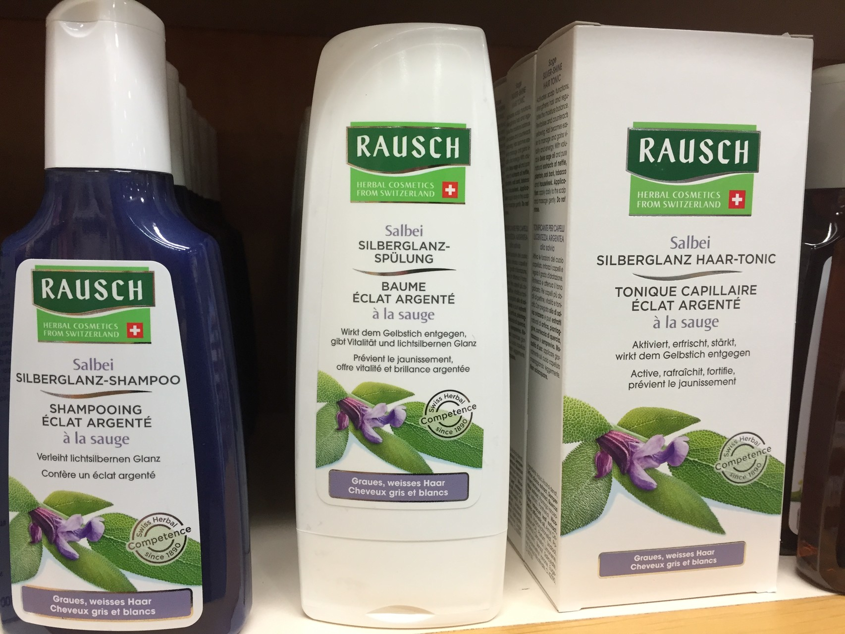 ... bei grauem und weissem Haar: Salbei Silberglanz - Shampoo, Salbei Silberglanz - Spülung, Salbei Silberglanz Haar - Tonic.