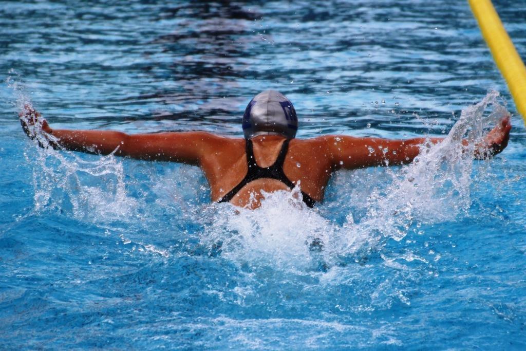 Delfinschwimmerin