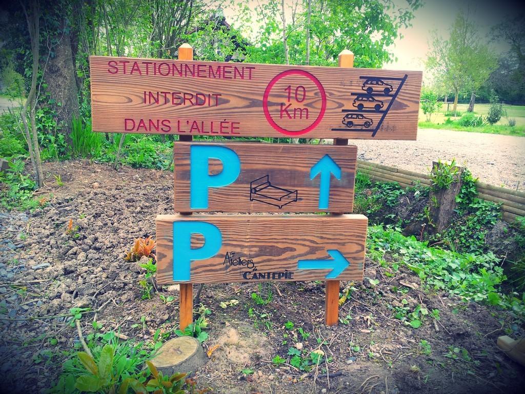 Panneau de signalisation bois