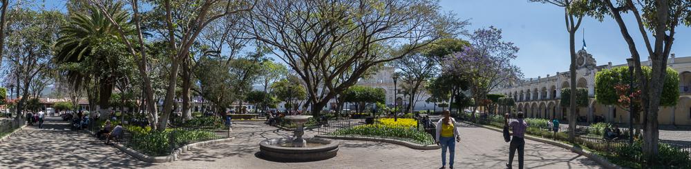 Am Hauptplatz von Antigua