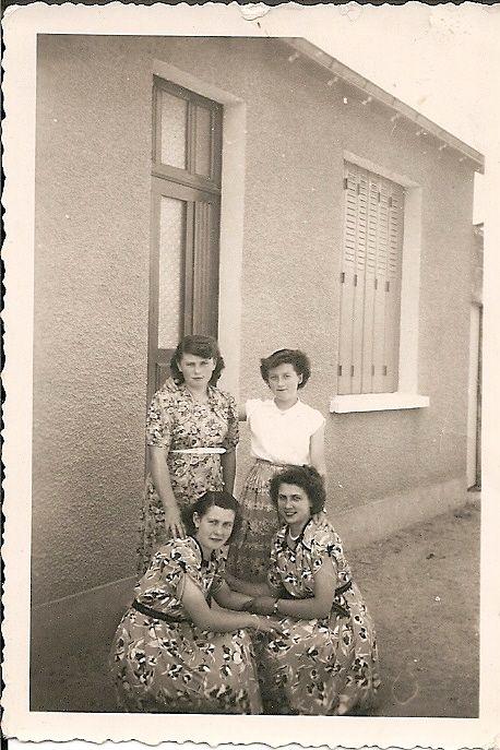 Colette, Monique devant, Thérèse et Colette Charrier derrière. Photo prise à Moulins