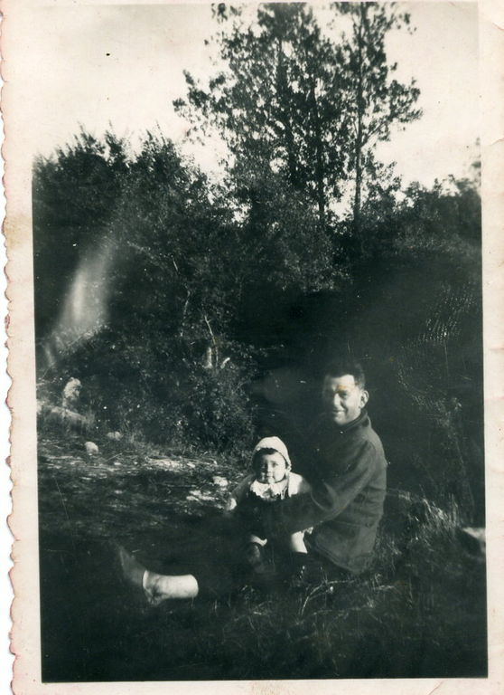 Papa et son premier petit fils Patou en 1960