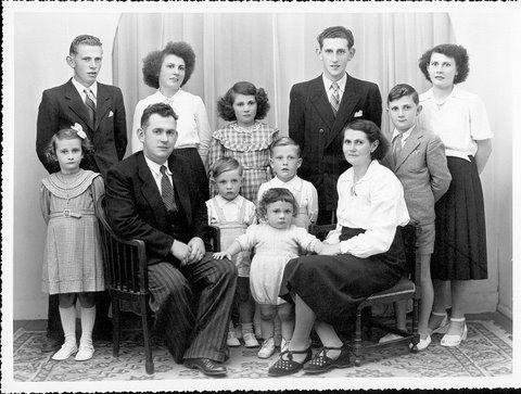 1950 La famille est au complet. Une belle Famille