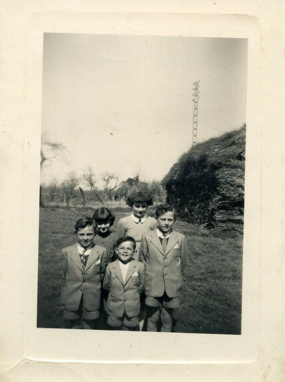 Michel, André, Robert, Régine et Renée de Moulins