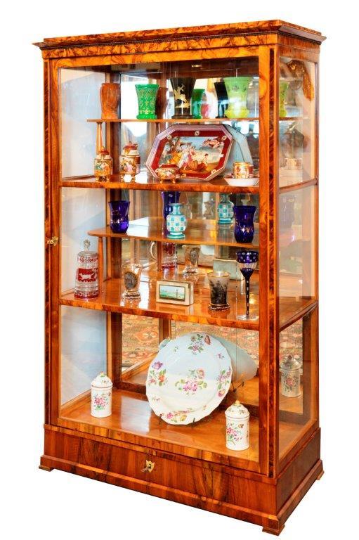 feine Wiener Biedermeier Vitrine, Nuß, 100 x 40 x 168 H
