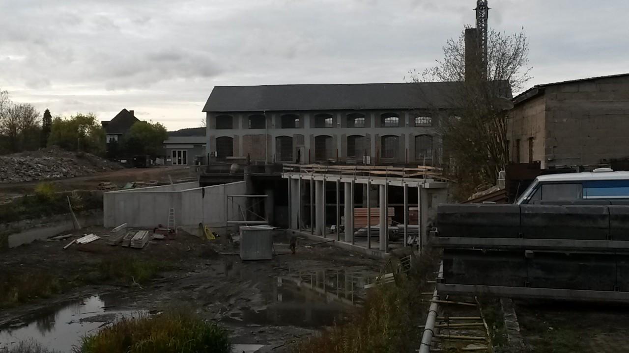 Blick auf die neue Anlage, die noch im Trocenen liegt.