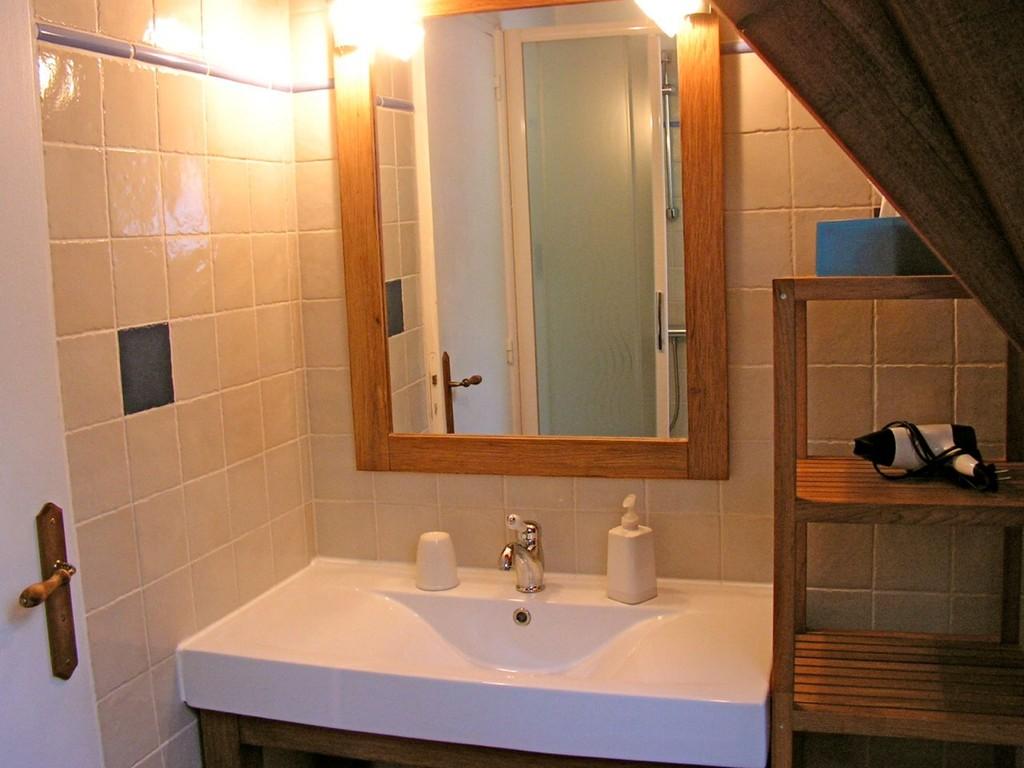 Sdb avec douche, WC séparés