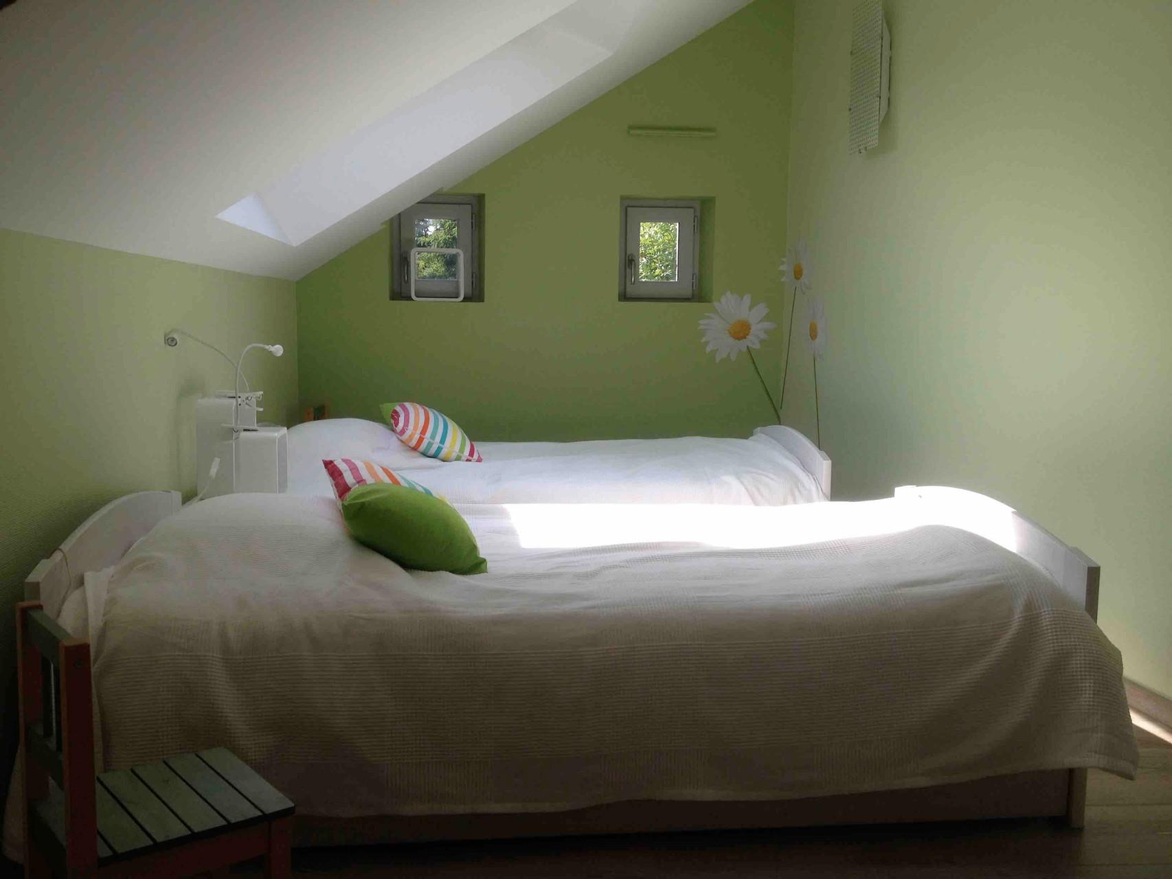 chambre à 2 lits, penderie