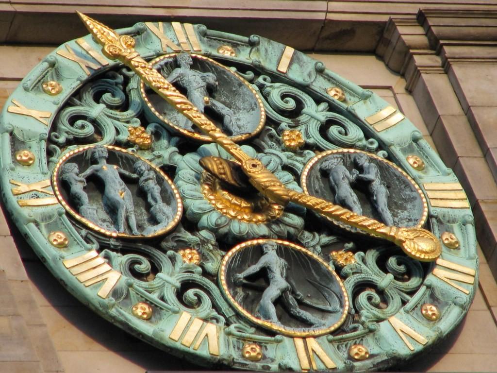 Uhr am Handelskammer Gebäude