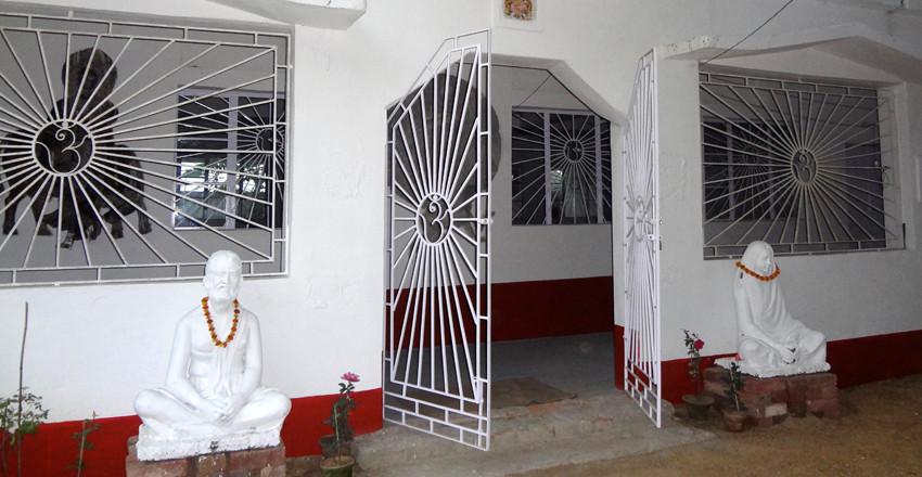 Eingang zur Yogahalle.