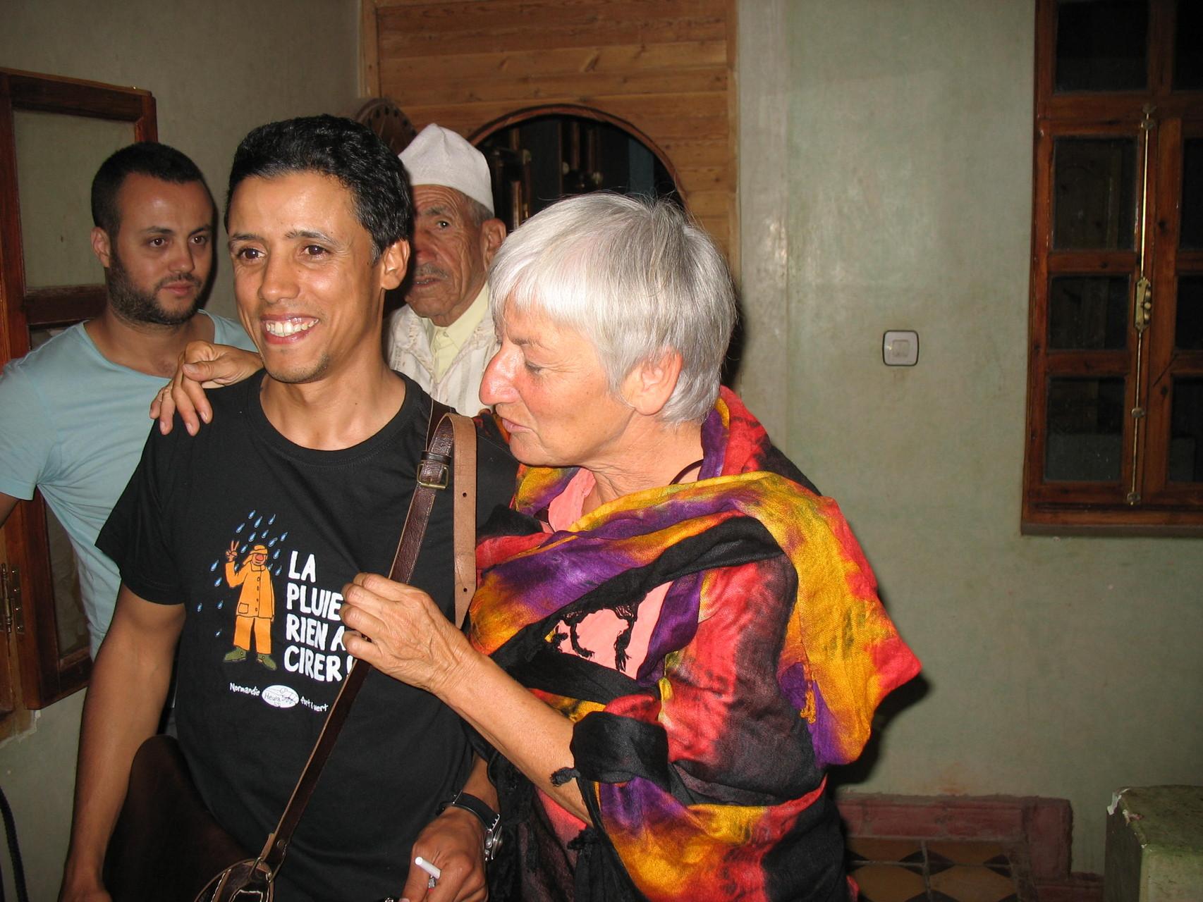 Sylvie complote avec la TV Marocaine venue nous filmer