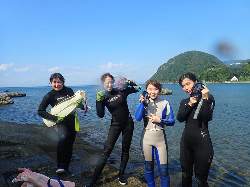 白涛海水浴場海岸 透明度はぼちぼちで、ウミウシや美味しそうな魚が多く見られる。