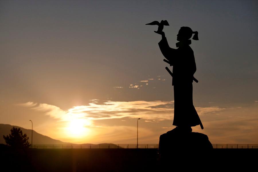 天草四郎と夕日写真