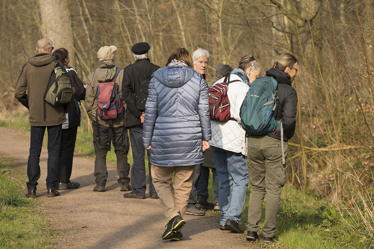 10 Teilnehmer trafen sich bei bestem Exkursionswetter in Altfresenbeurg