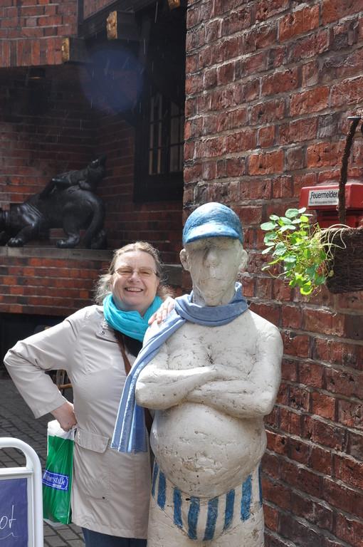 Mit einem neuen Bekannten in der Böttcherstrasse/A new friend