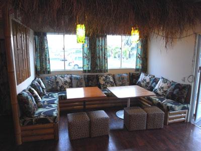 ハワイアン店舗内装ソファー席